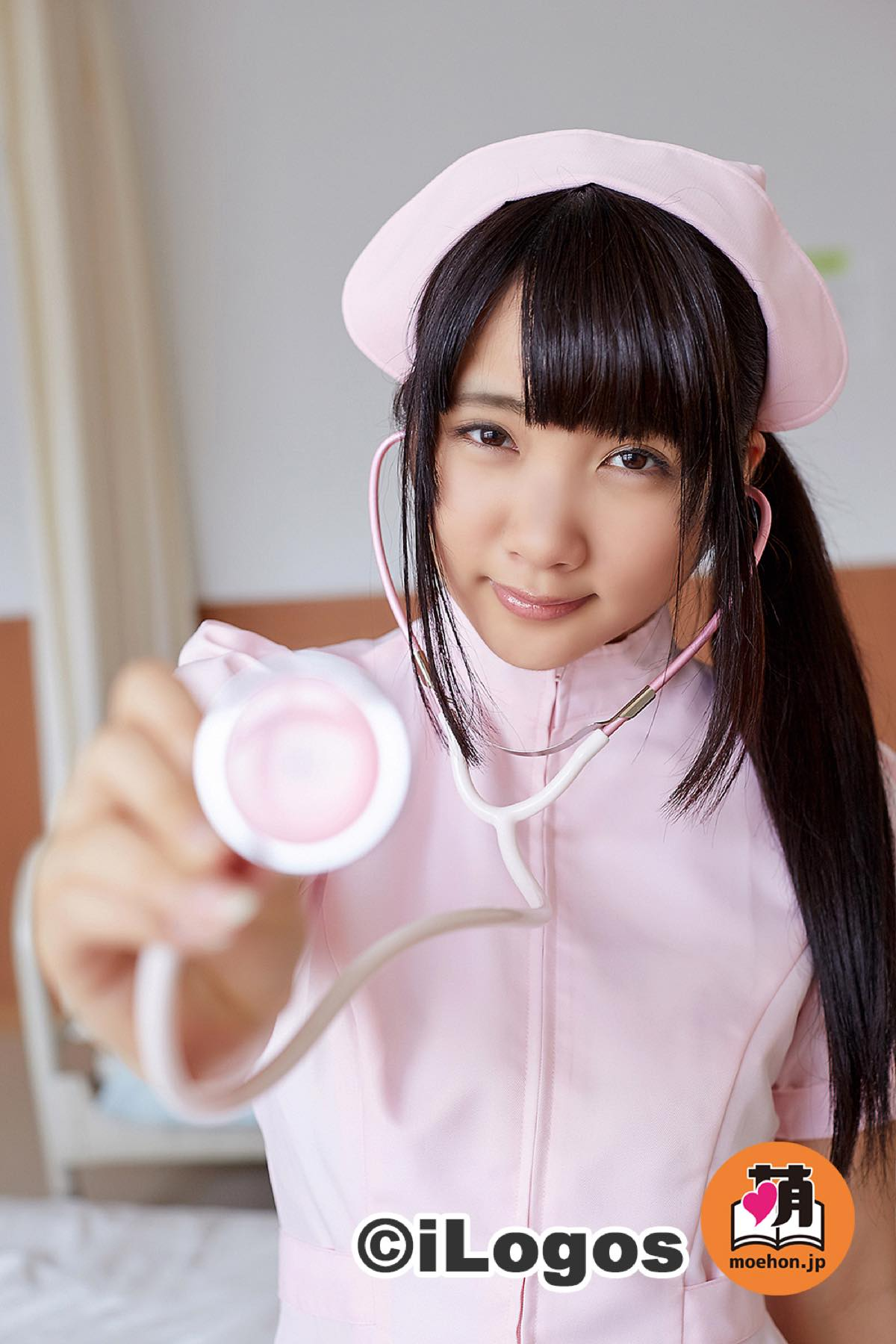 水沢柚乃「ナースが白衣をはだけて」艶肌に激萌え!001