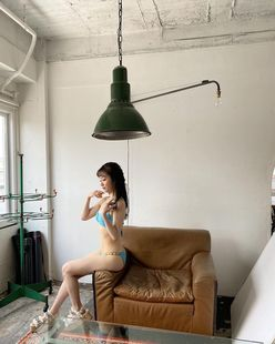 NMB48川上千尋「流れが完璧すぎる」少しずつ脱いでいく…セクシーな撮影オフショットを公開【画像5枚】の画像