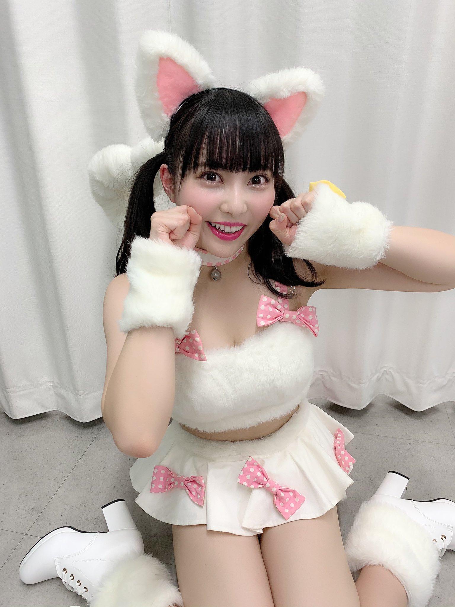 NMB48堀詩音「飼わせてください…」猫の日にセクシーな猫耳衣装を公開【画像4枚】の画像004