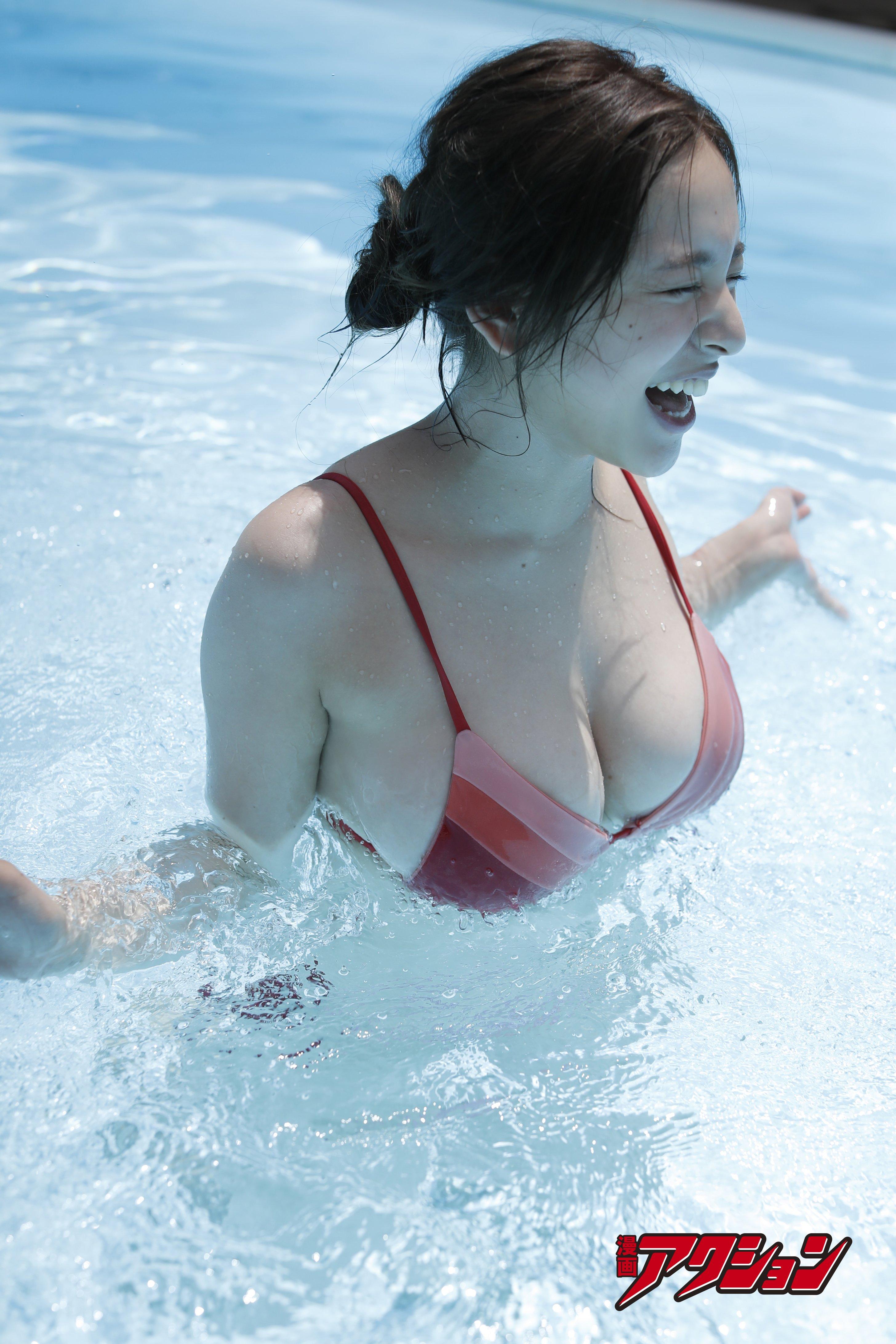 都丸紗也華が『漫画アクション』の表紙巻頭グラビアに登場!【写真7枚】の画像004