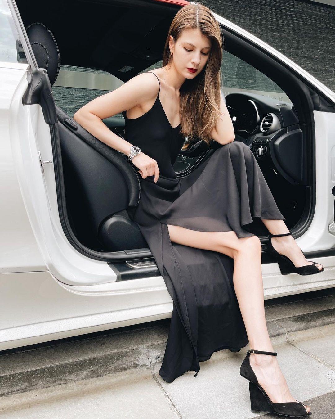 マギー「スタイル際立つ黒ドレス!」オトナな美脚でファン魅了【画像5枚】の画像004