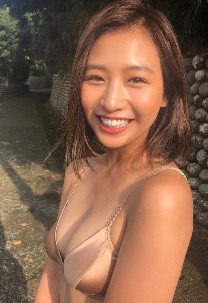 """""""日本一かわいい""""佐山彩香「日焼けボディのビキニ」無邪気な笑顔にキュンの画像"""