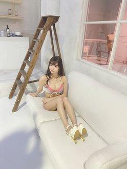 林あやの「大絶賛のぷにぷにビキニ」元NMB48山岸奈津美とのツーショットも…【画像2枚】の画像