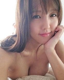 """""""35歳美女""""日里麻美「乳圧で床ドン!」誘うような表情も色っぽい…の画像"""