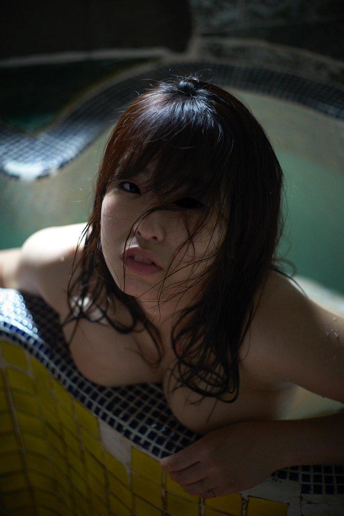 """Iカップ声優""白壁爽子「ナマ乳を押し付けて入浴」濡れて乱れた髪が艶っぽいの画像"