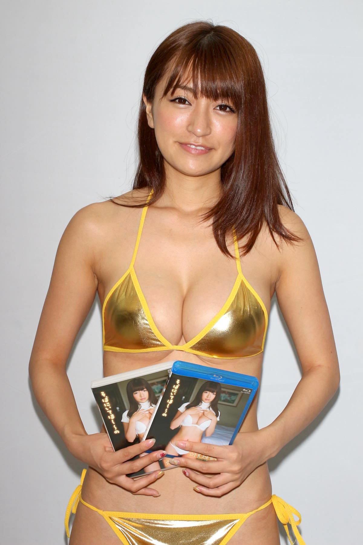 ☆HOSHINO「色気がダダ漏れ」衝撃的セクシーさで攻める!【写真25枚】の画像022