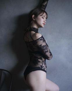 元AKB48永尾まりや「レースから透けた美肌にゴクリ…」まるでアート作品のようなセクシーウェア姿【画像2枚】の画像