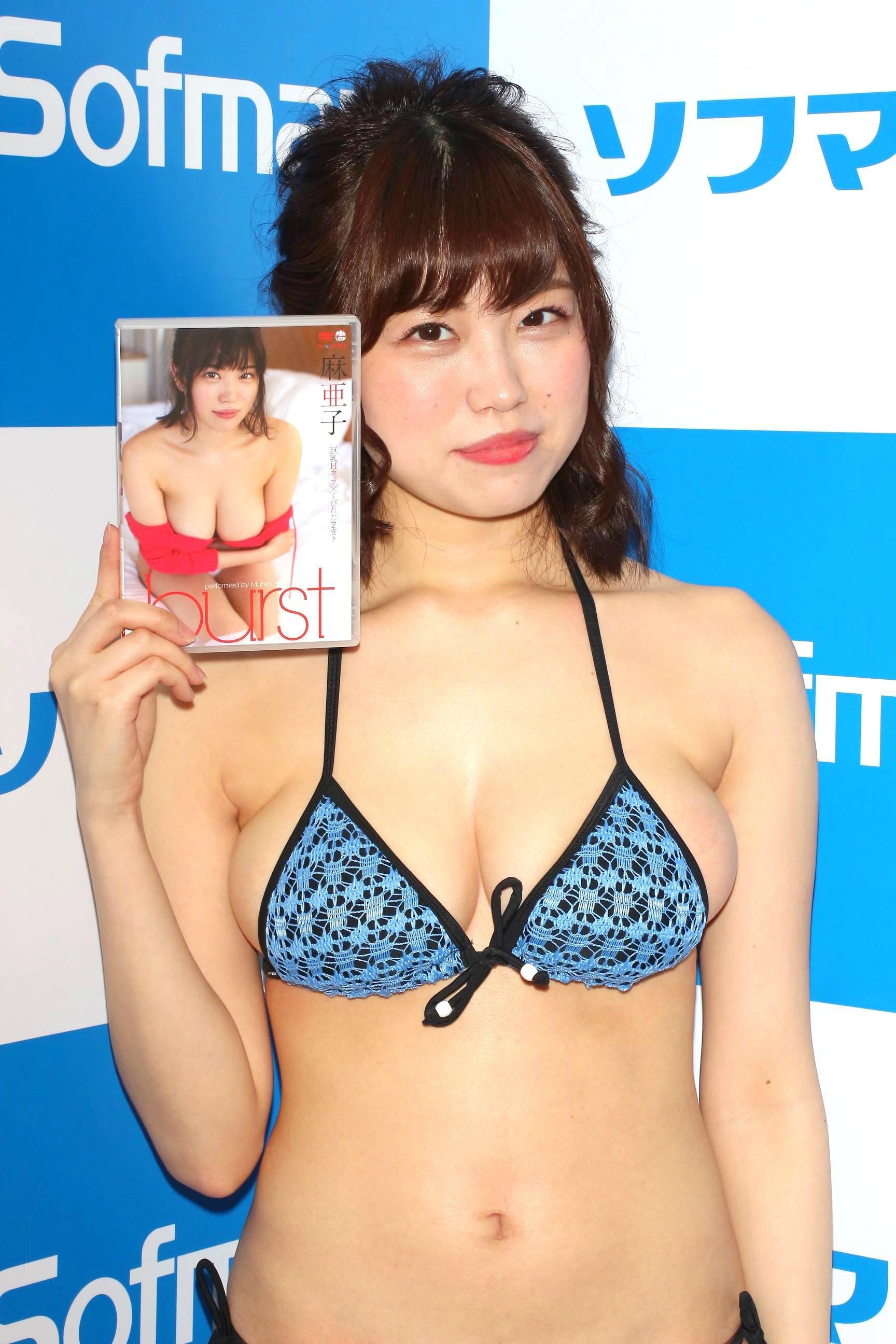 麻亜子「はみ出しバスト」が大爆発!【写真29枚】の画像023