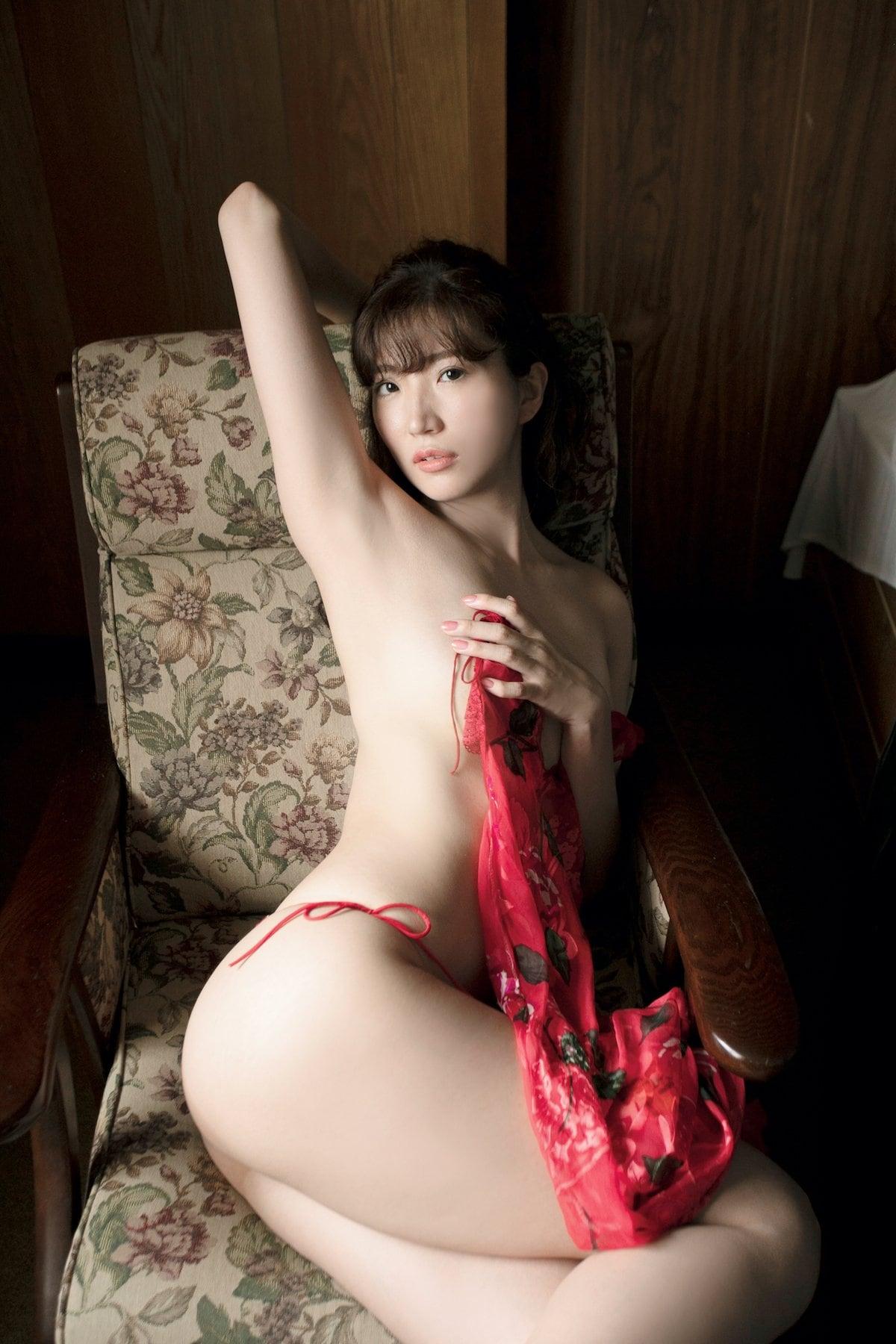 松嶋えいみ「きれいなお姉さん」洗練された神ボディ【写真12枚】の画像010
