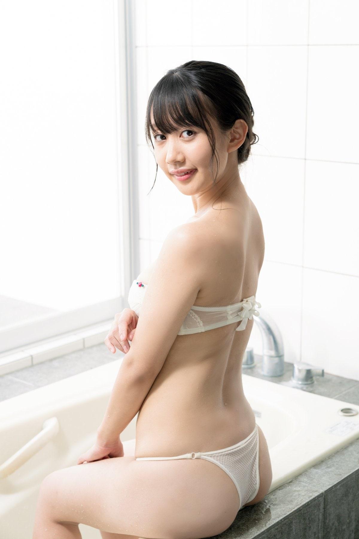 丹由美子「新進気鋭の女優が脱いじゃった!」むちむちボディに夢中!【画像12枚】の画像008