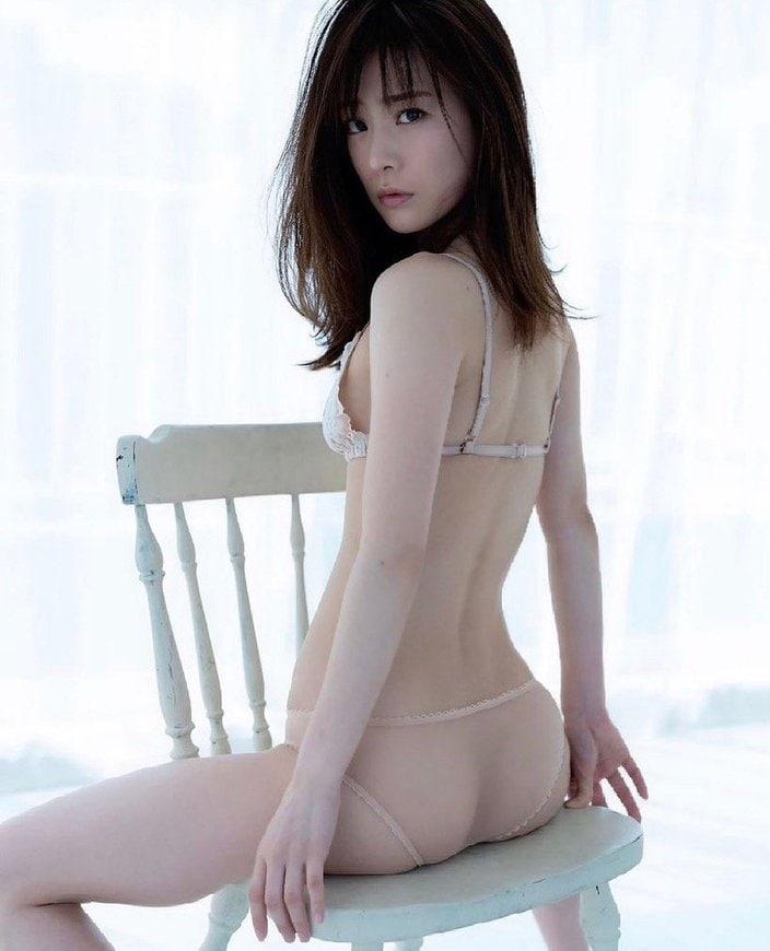 """""""リケ美女""""福岡みなみ「お尻がスケスケ」気品あるバックスタイルの画像"""