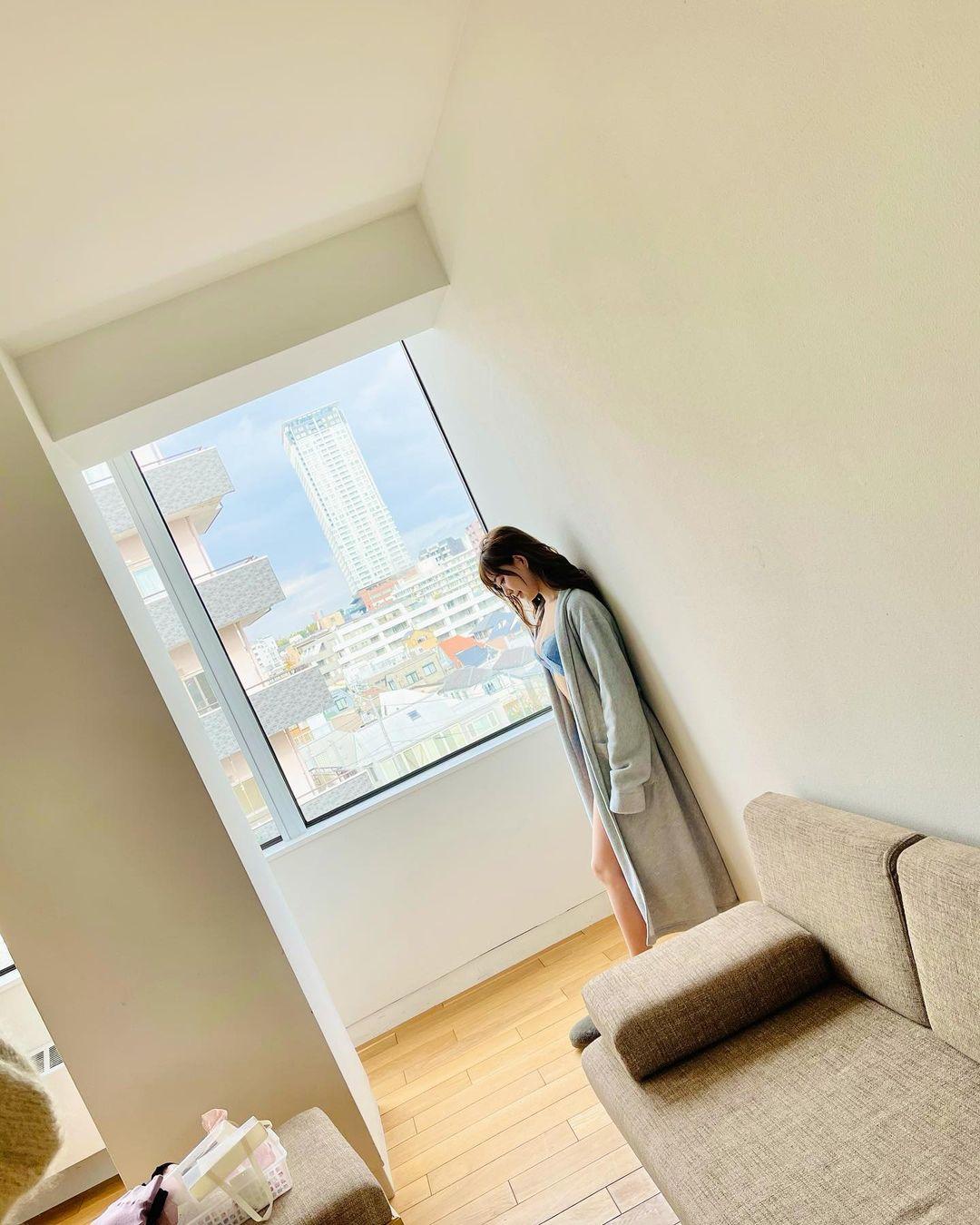 元NMB48渡辺美優紀「清潔感あるインナーウェア姿…」雑誌掲載のオフショットを披露にファン歓喜【画像5枚】の画像004