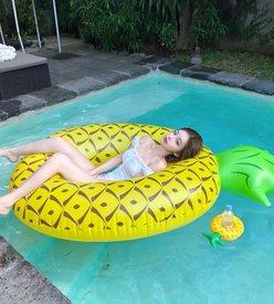 カンテリちゃん「水着姿で肩出しがセクシー…」お人形フェイスが大人気のインフルエンサーの画像
