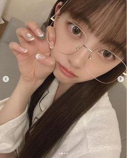 堀未央奈「顔が小さすぎる!」ルームウェア&メガネ姿に胸キュンの画像