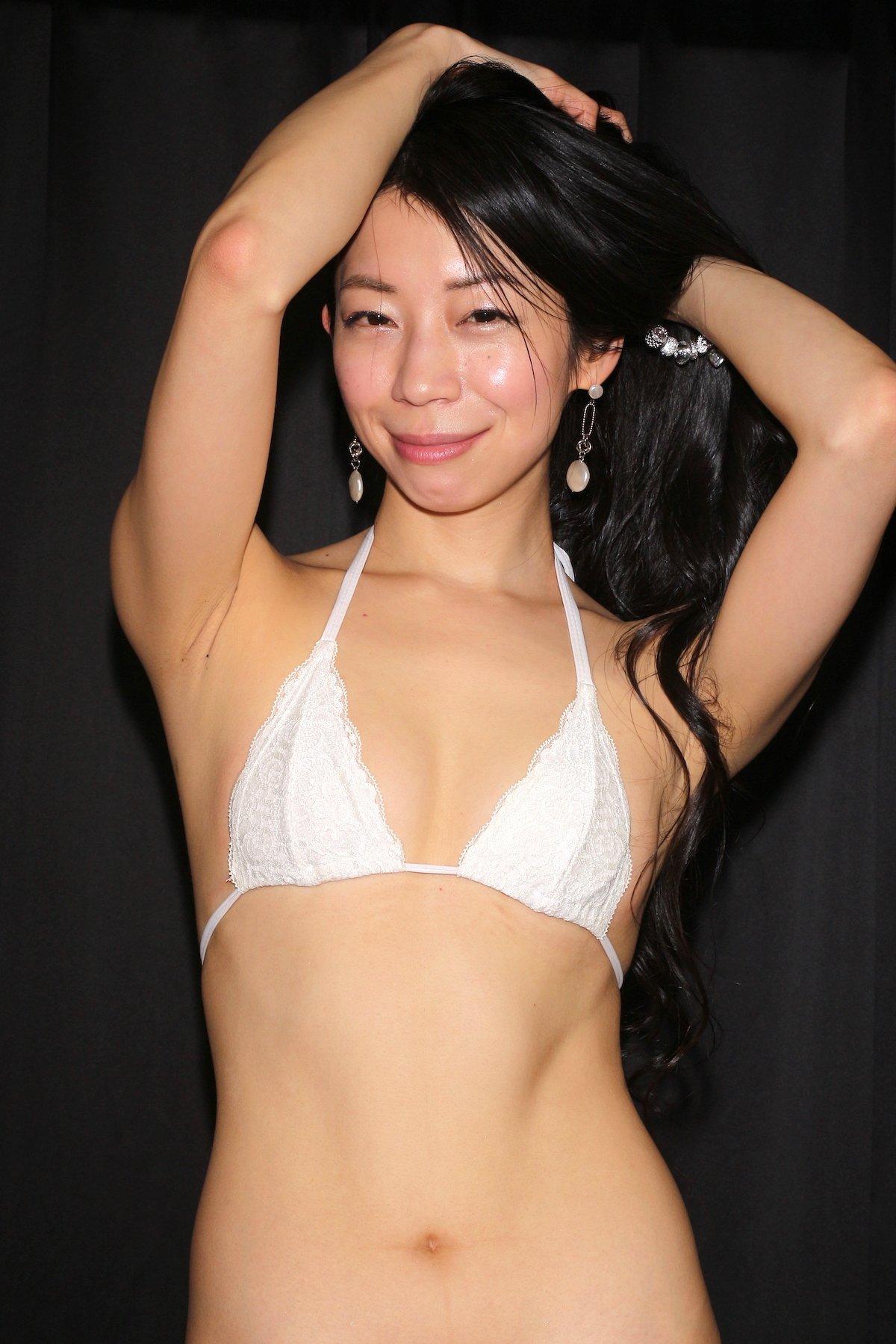岩崎真奈「ベンチの縁にこすったり」私史上最高にセクシー【画像50枚】の画像018