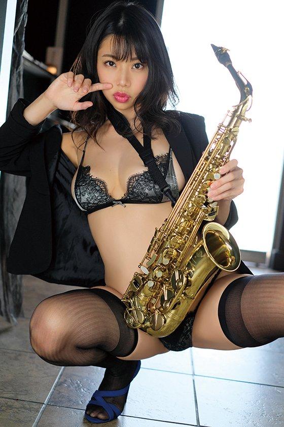 鈴木ふみ奈「世界を魅了した」黄金ボディの最新グラビアが到着!【写真10枚】の画像010