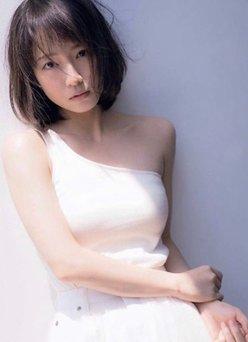 吉岡里帆「鎖骨がセクシー」ふっくらバストにも目がいっちゃう!の画像