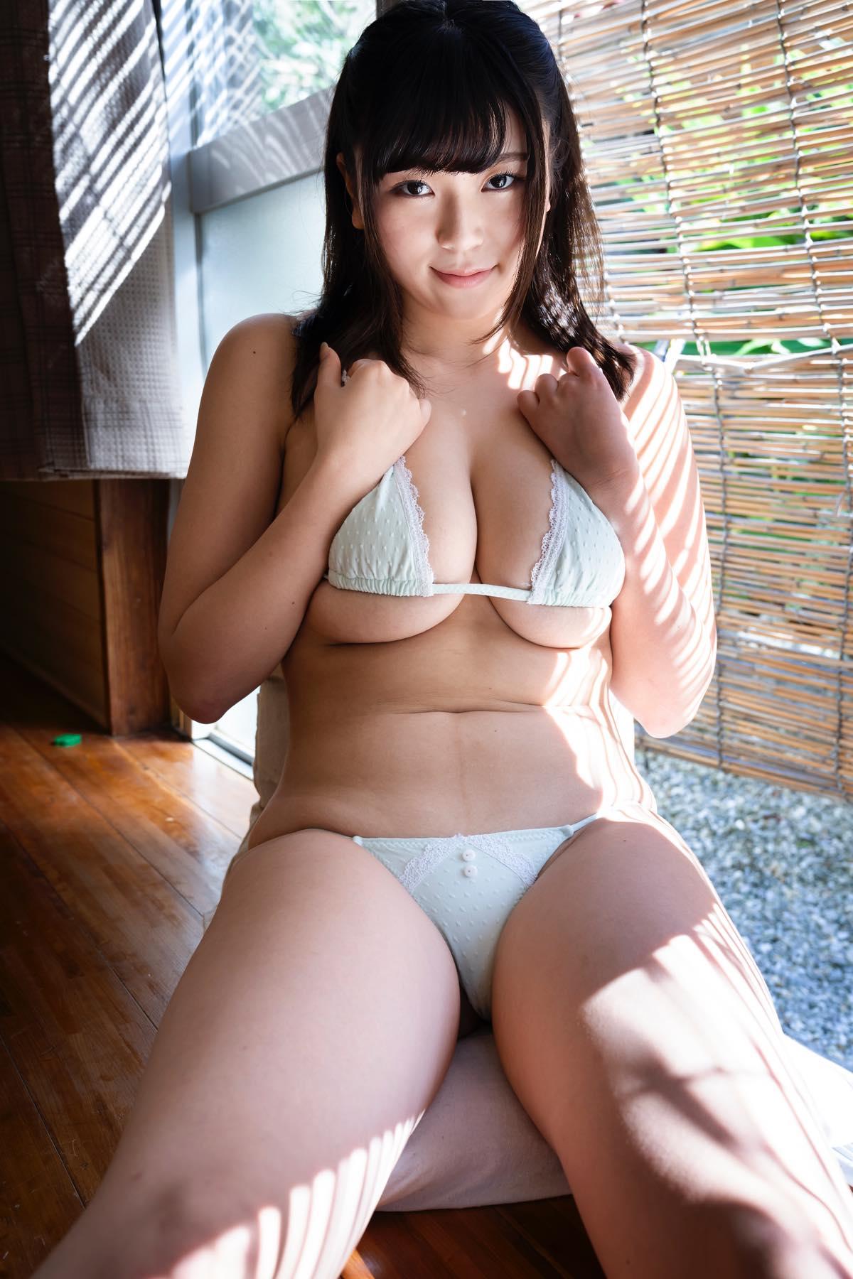 芦屋芽依のグラビア水着ビキニ画像006