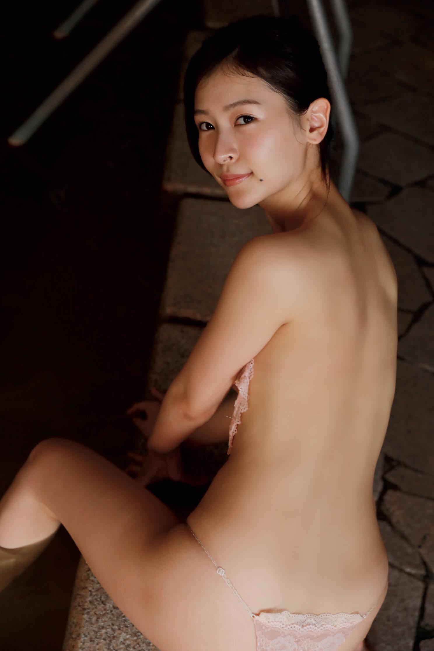 和久井雅子「平成最後の愛人」は色気が溢れすぎる!【写真11枚】の画像001