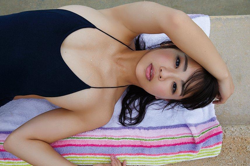平嶋夏海、ド迫力の「重量感ヒップ」に急接近したい!【写真9枚】の画像005