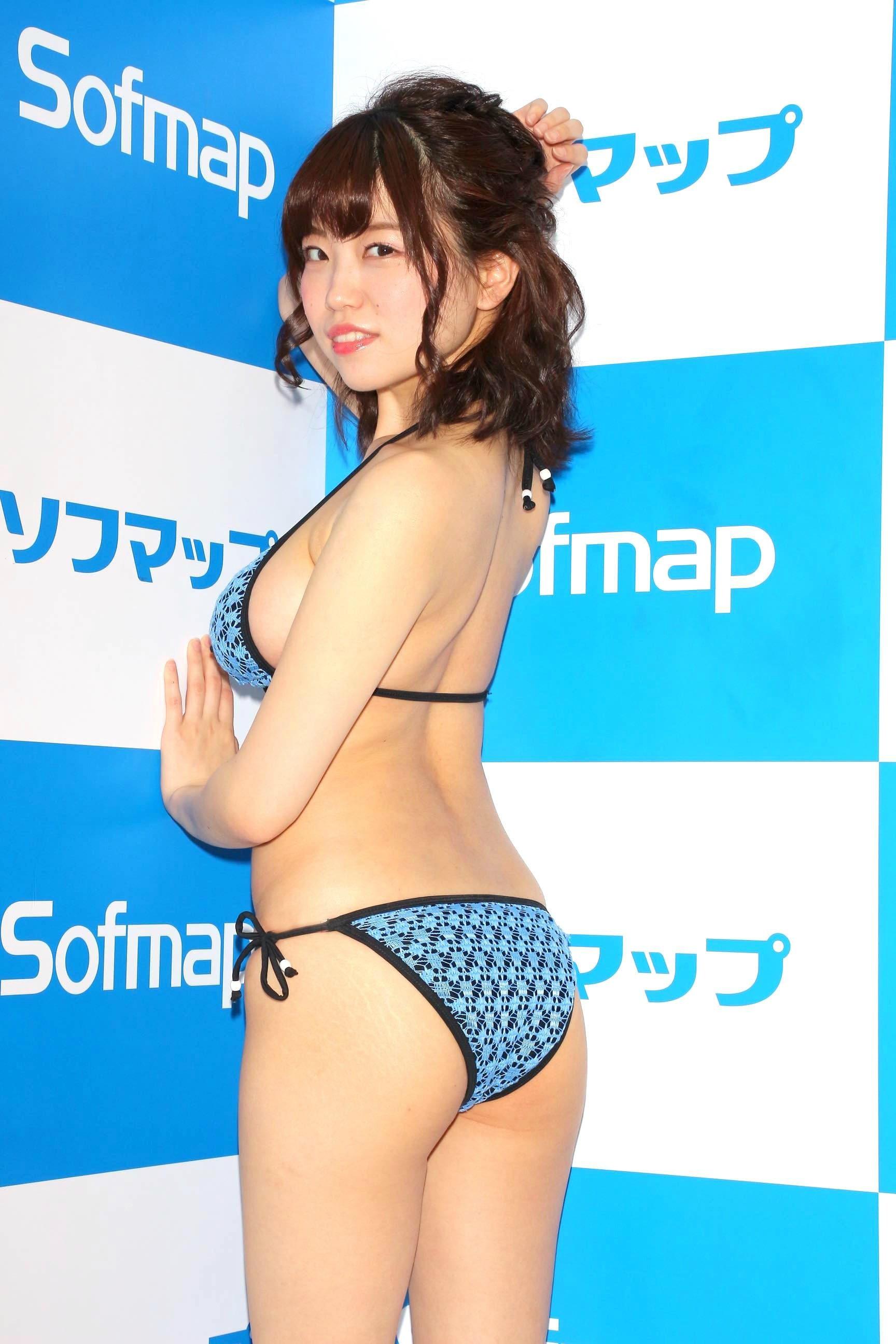 麻亜子「はみ出しバスト」が大爆発!【写真29枚】の画像005
