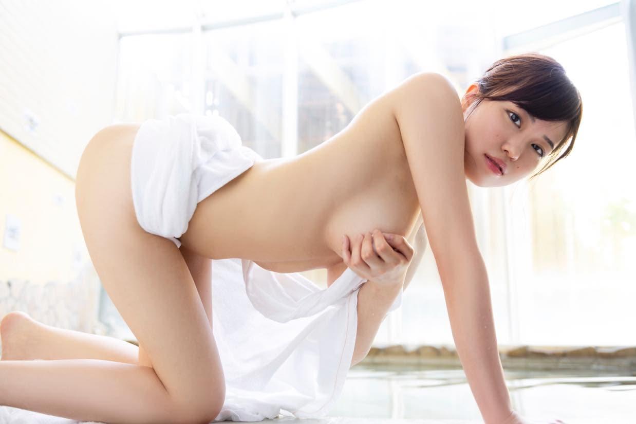 麻亜子「Gカップバスト」が揺れて揺れて揺れまくり!【写真18枚】の画像002