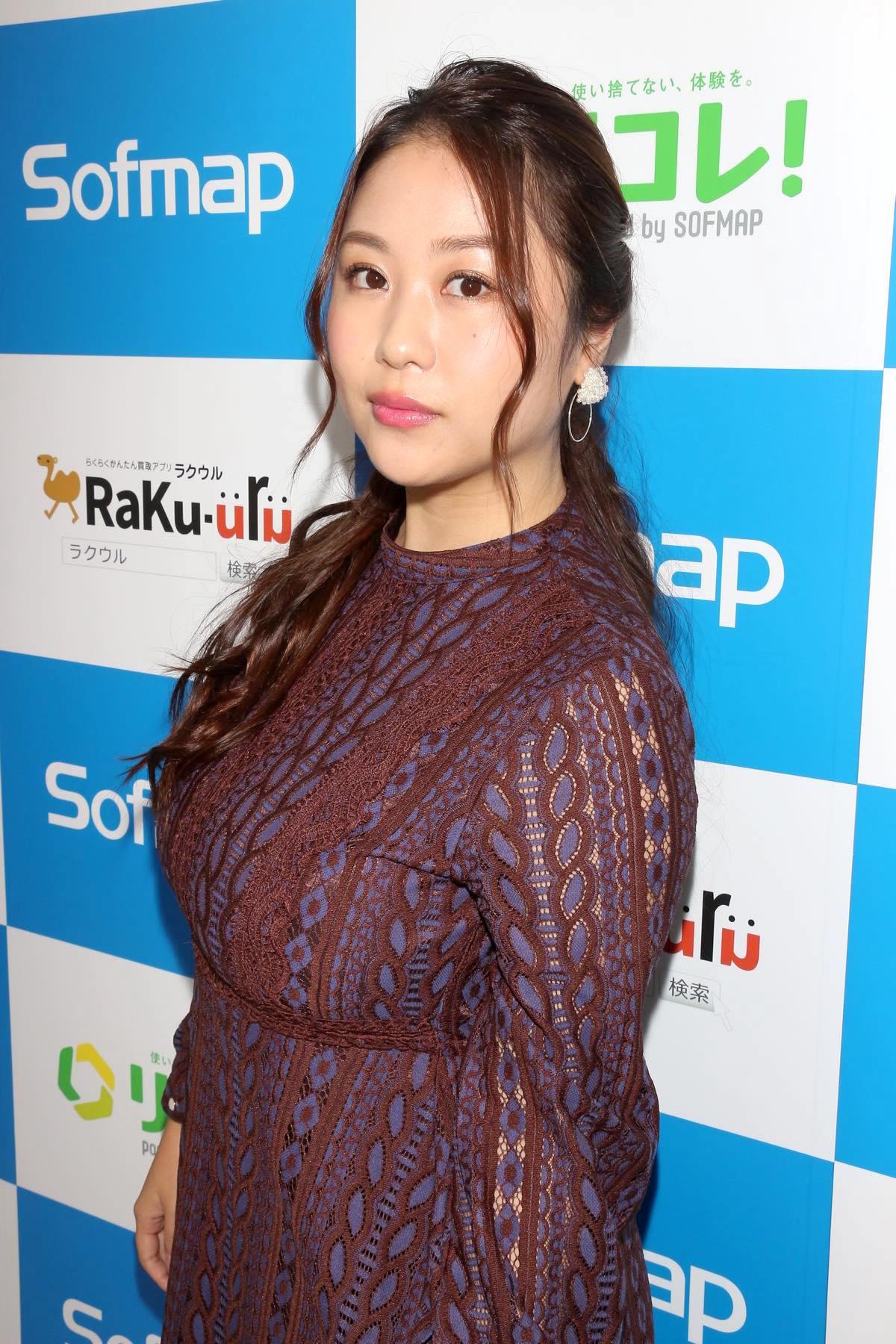 西田麻衣「きわどい水着が多かった」44枚目のDVDでも攻めまくり!【写真37枚】の画像018