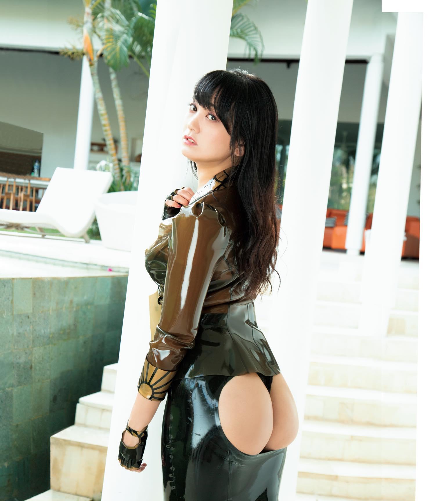 脊山麻理子「ヒップまる出し」衝撃的な衣装で限界に挑戦!【写真9枚】の画像001