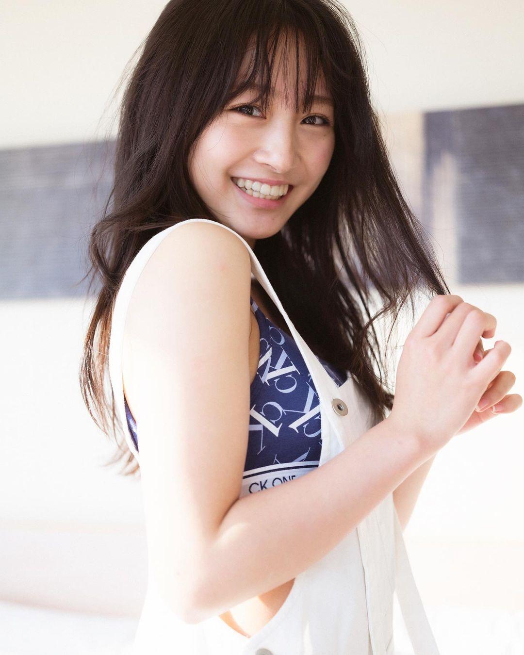 NMB48山本彩加「生活感のある胸元がセクシー…」卒業記念ブックのアザーカットを公開【画像3枚】の画像003