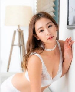 佐山彩香「眩しすぎるルームブラ姿」胸元シースルーで大人の色気を放出!の画像