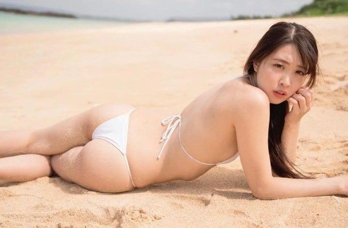 """""""グランプリ美女""""瀬戸ローズ「お餅のようなムチ尻」ビーチの砂でセクシー倍増の画像"""