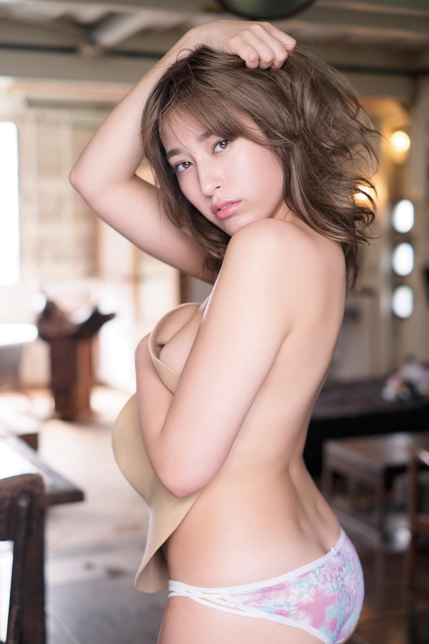 元AKB48平田梨奈が「大人セクシー」なビキニ姿に【写真10枚】の画像001