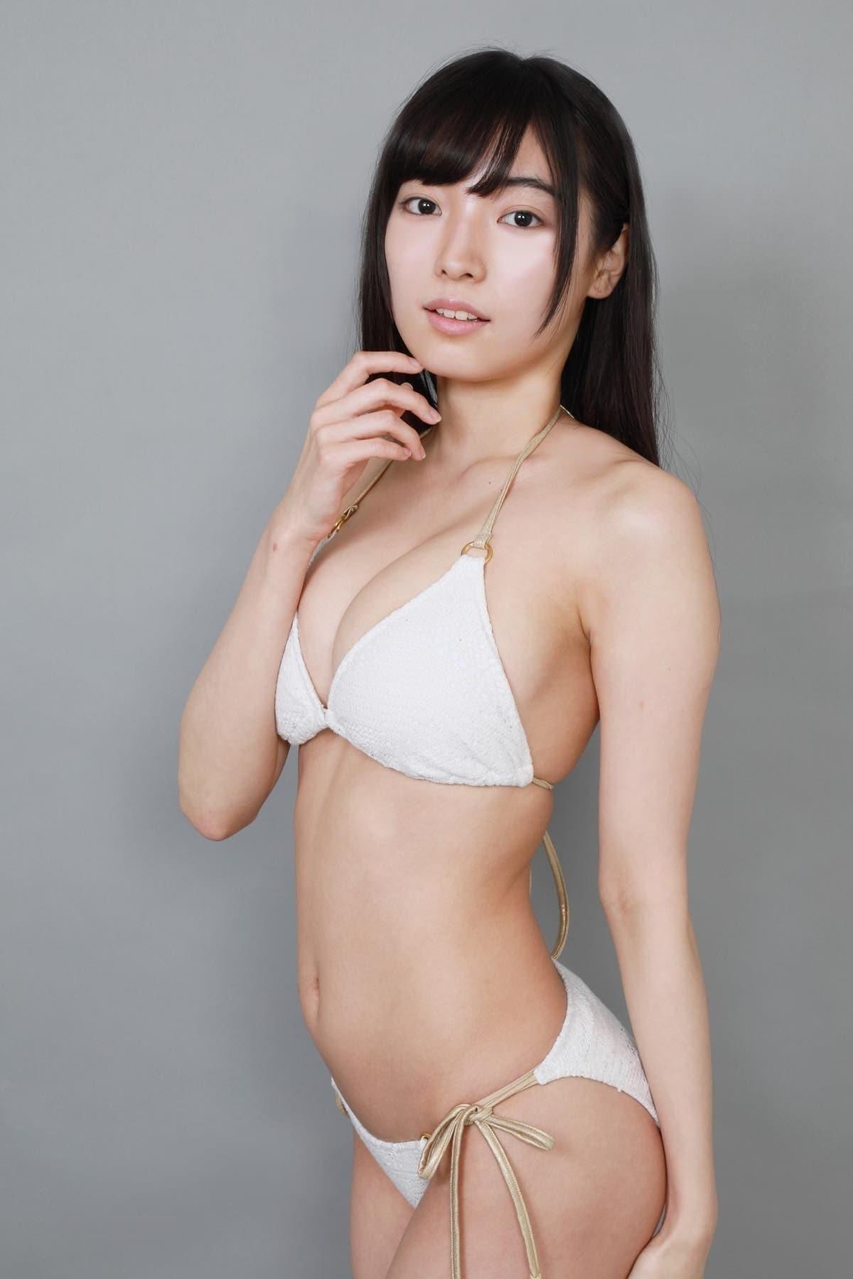 桜田愛音のグラビア水着ビキニ画像0021