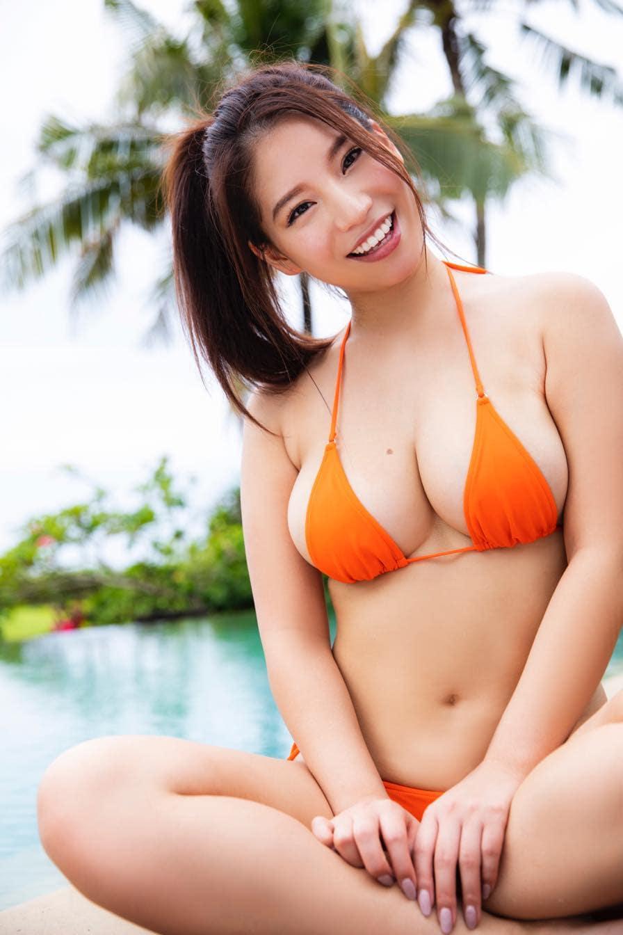 久松かおり「胸のほくろ」が特徴的なグラビアカットを公開!【写真11枚】の画像008