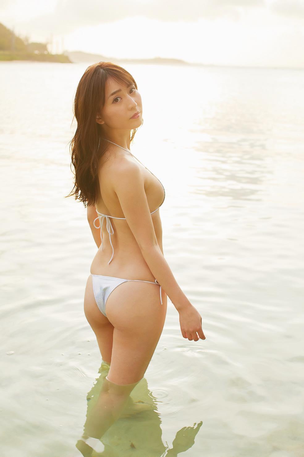 堀尾実咲「手ブラでハプニング」南国ビーチで開放的に!【写真16枚】の画像010