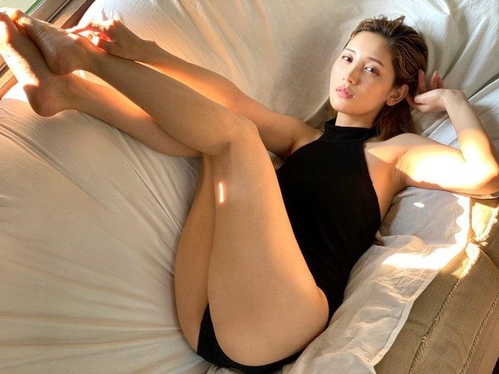 小島みゆ「スラリと伸びる妖艶美脚」久々のグラビアにファンが歓喜【画像2枚】の画像