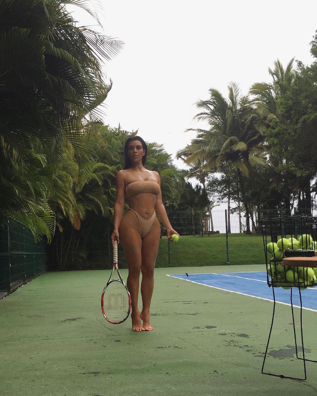 キム・カーダシアン「資産10億ドル以上のビリオネア!」セクシーすぎるテニスのお誘い?【画像3枚】の画像003
