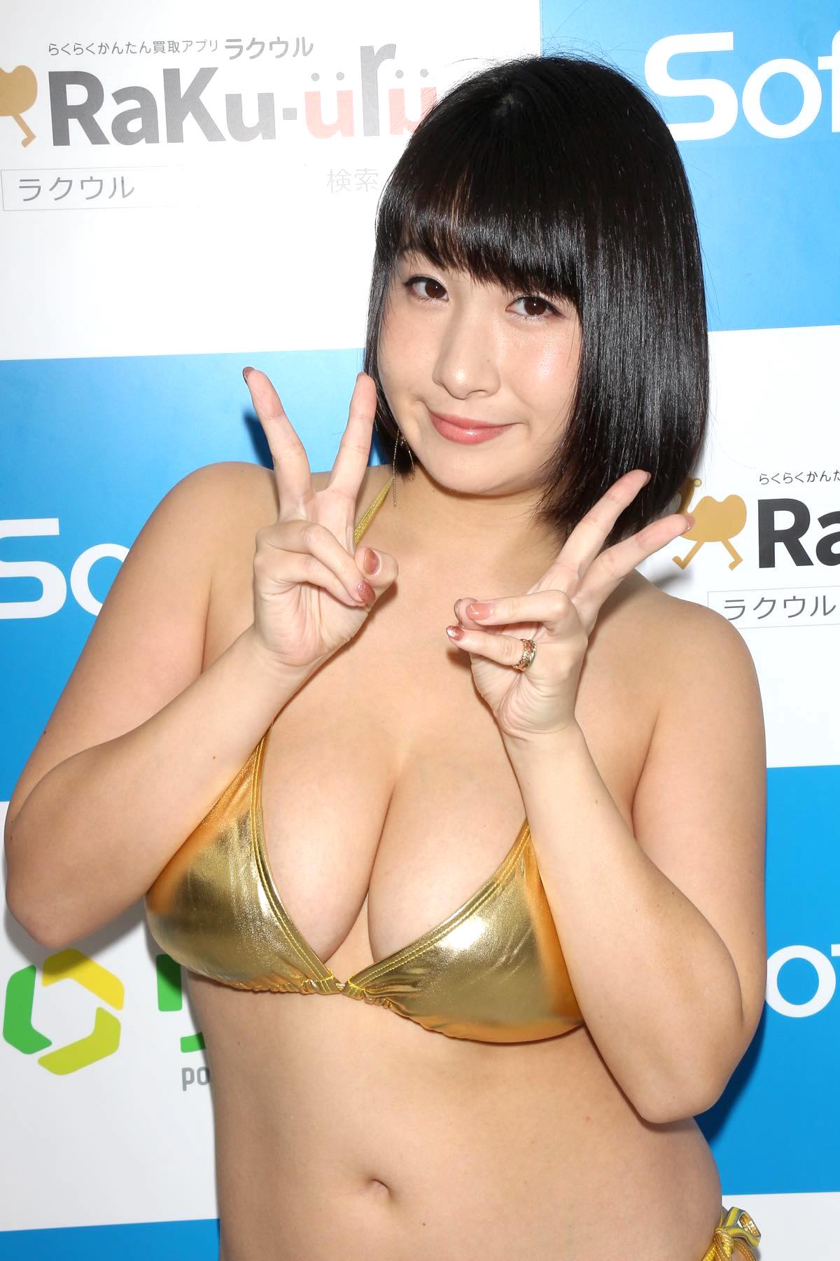 桐山瑠衣の水着画像17