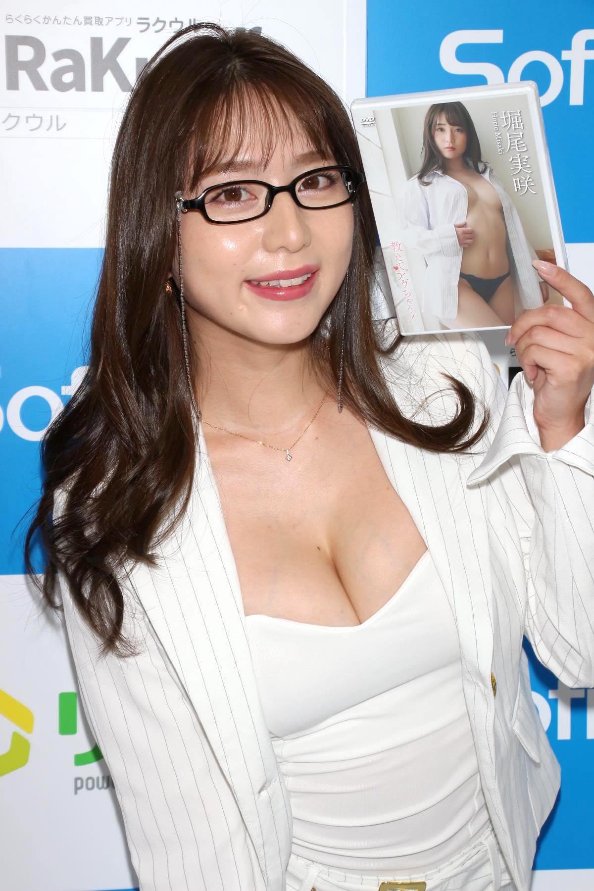 堀尾実咲「シャツの下は着てないの」危ない撮影に挑戦【写真42枚】の画像033