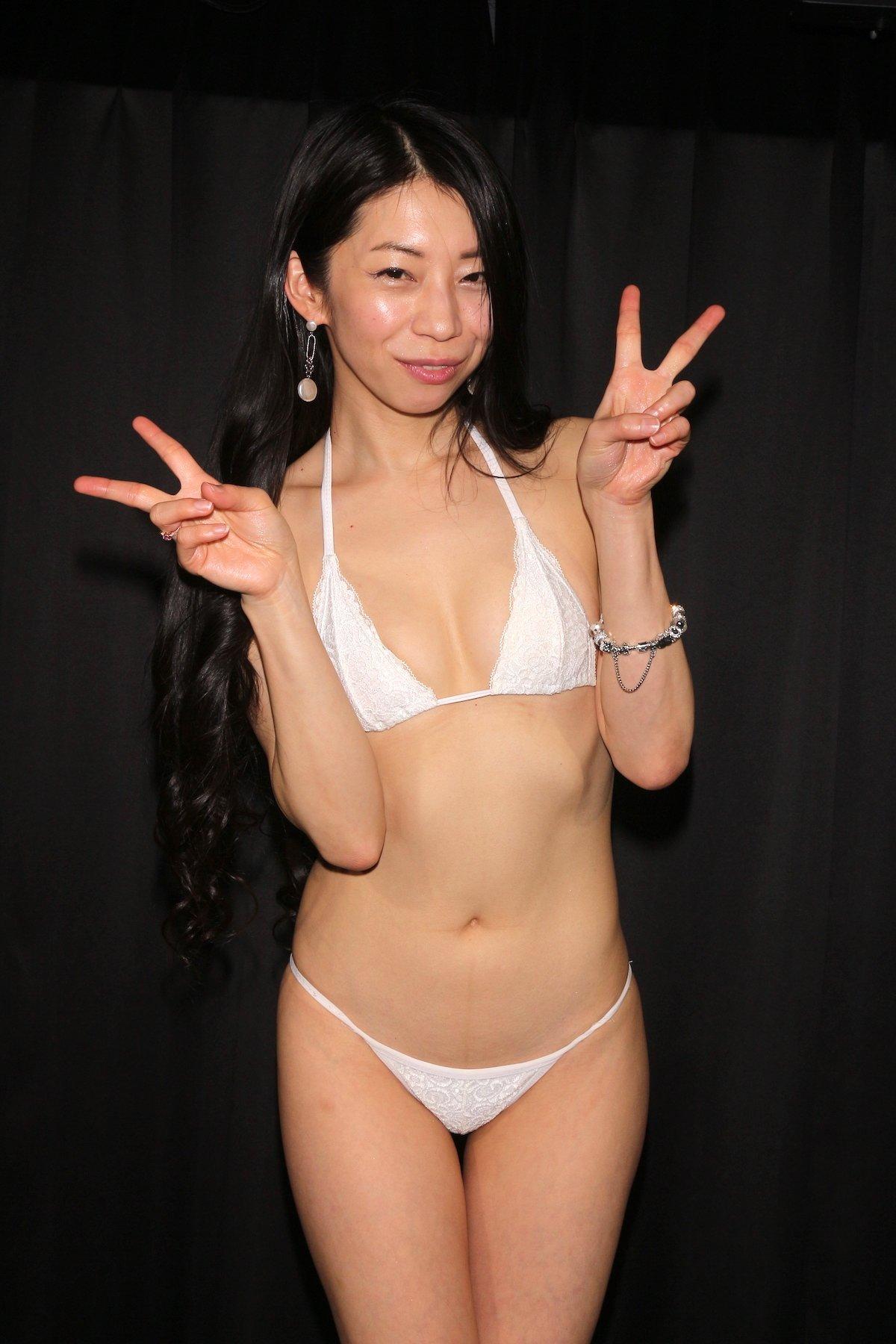 岩崎真奈「ベンチの縁にこすったり」私史上最高にセクシー【画像50枚】の画像029