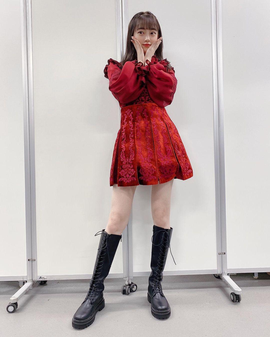 堀未央奈「新衣装でスラリ美脚披露」メンバーがたくさん褒めてくれて…【画像2枚】の画像001