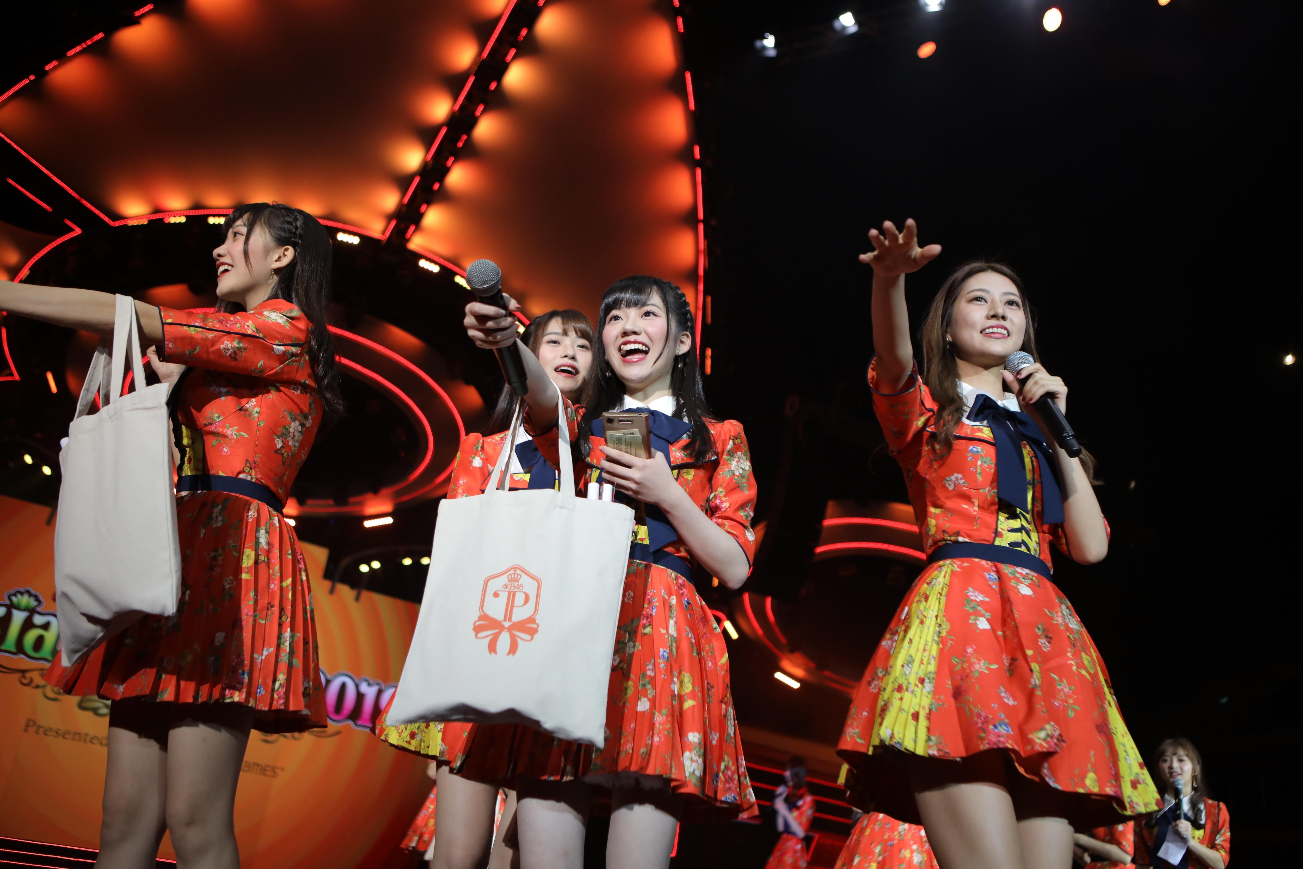 AKB48ほか、海外の姉妹グループが集結し『恋するフォーチュンクッキー』を熱唱!【写真23枚】の画像023