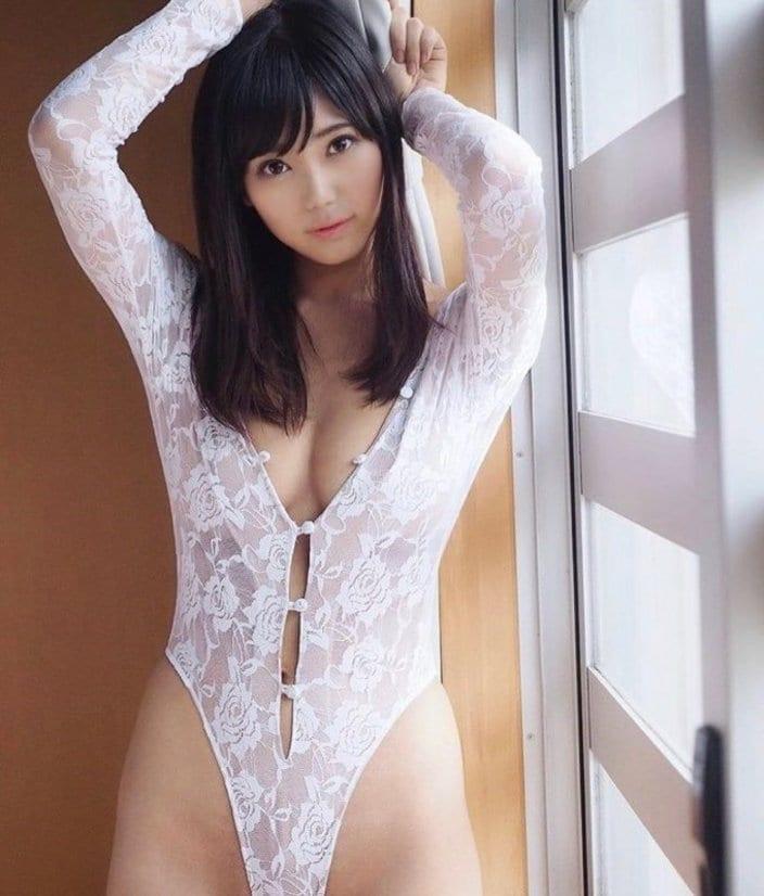 """Gカップ""篠原冴美「恥ずかしくなるシースルーハイレグ」股間部分も急角度の画像"