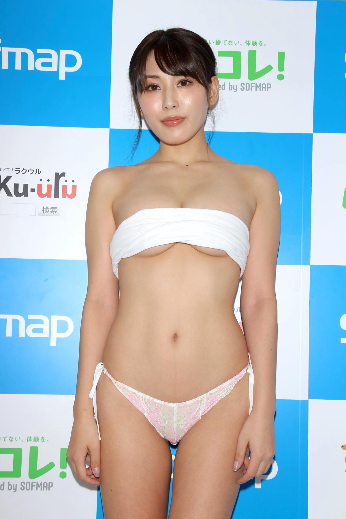 金子智美の水着ビキニ画像4