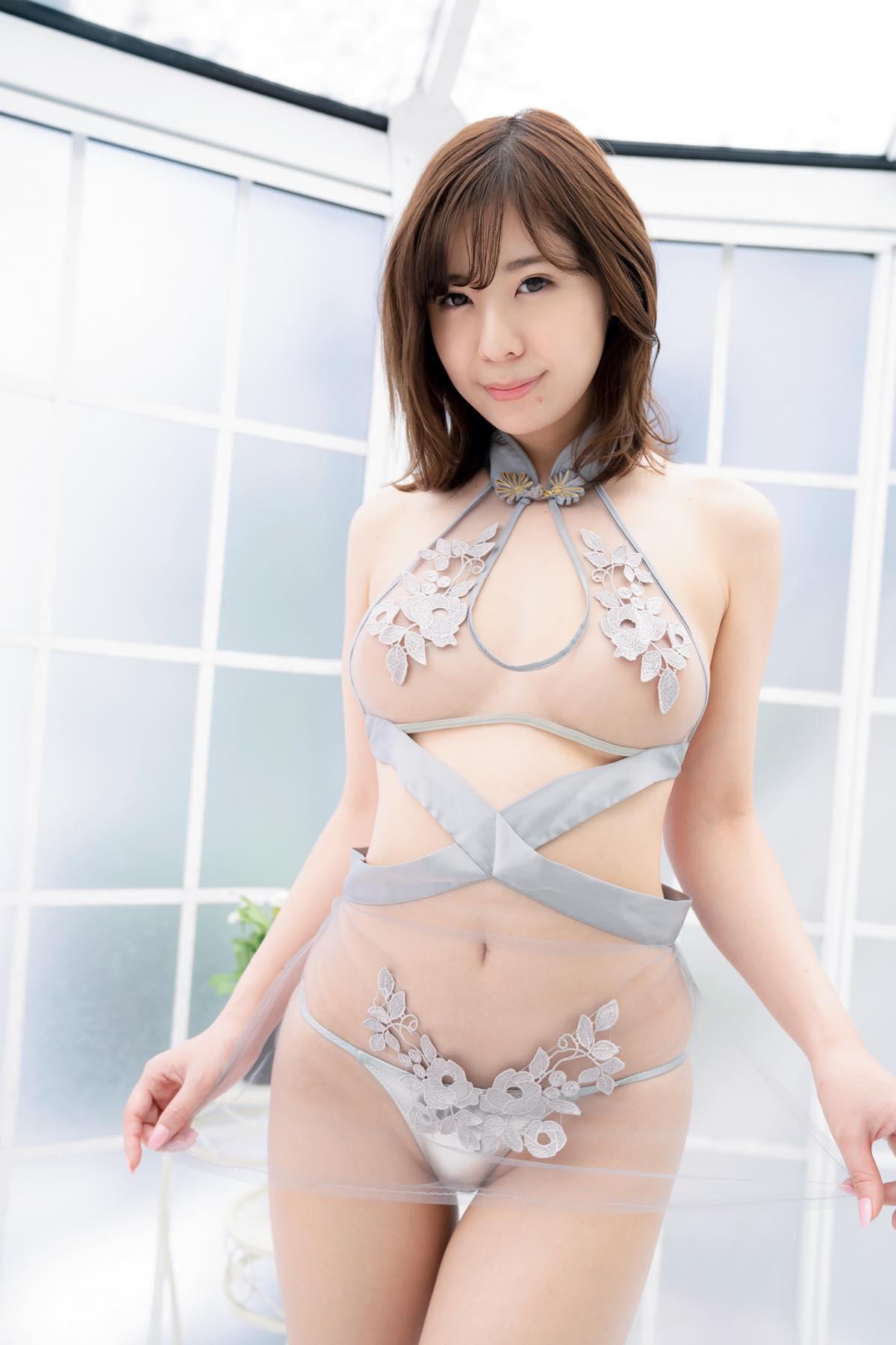 """""""現役受付嬢""""白瀬由衣「純白ボディ」がびしょ濡れに!の画像006"""