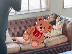 NMB48安部若菜「クマになりたい人が続出!」雑誌『EX大衆』のグラビア撮影オフショットを公開の画像