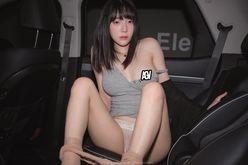 カン・インギョン「胸元のスタンプ取りたい?」セクシーに写真集をアピールの画像