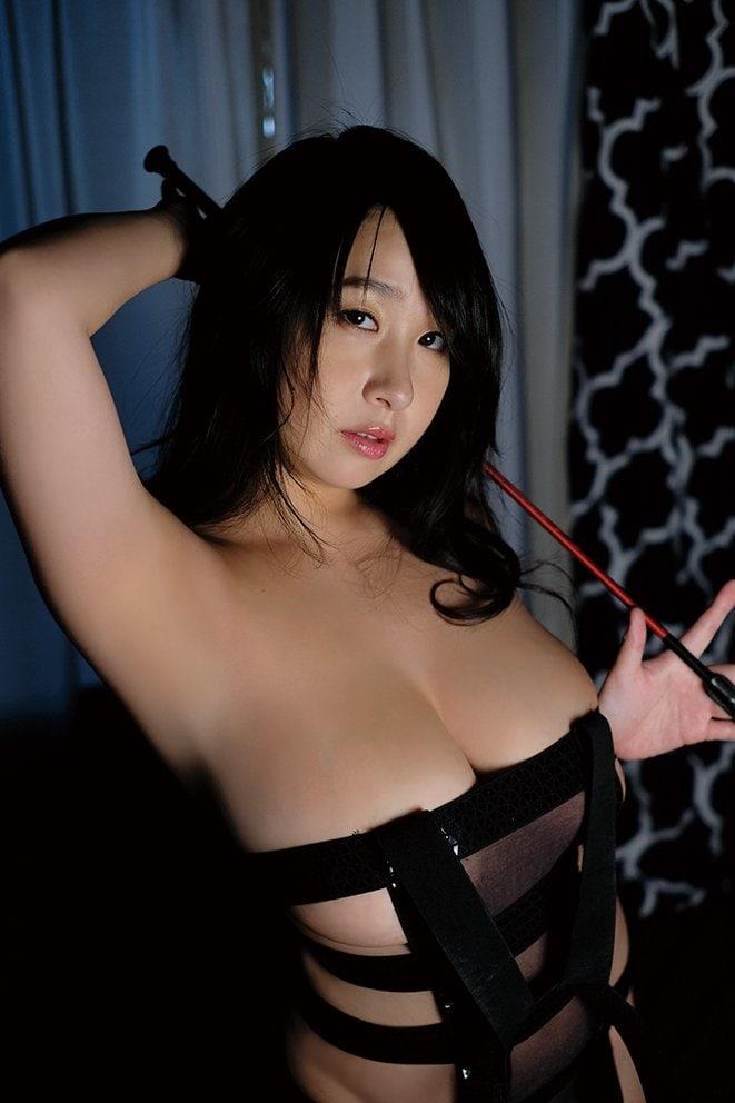 桐山瑠衣「衝撃のJカップ」が重力無視で暴れまくる!【写真10枚】の画像003