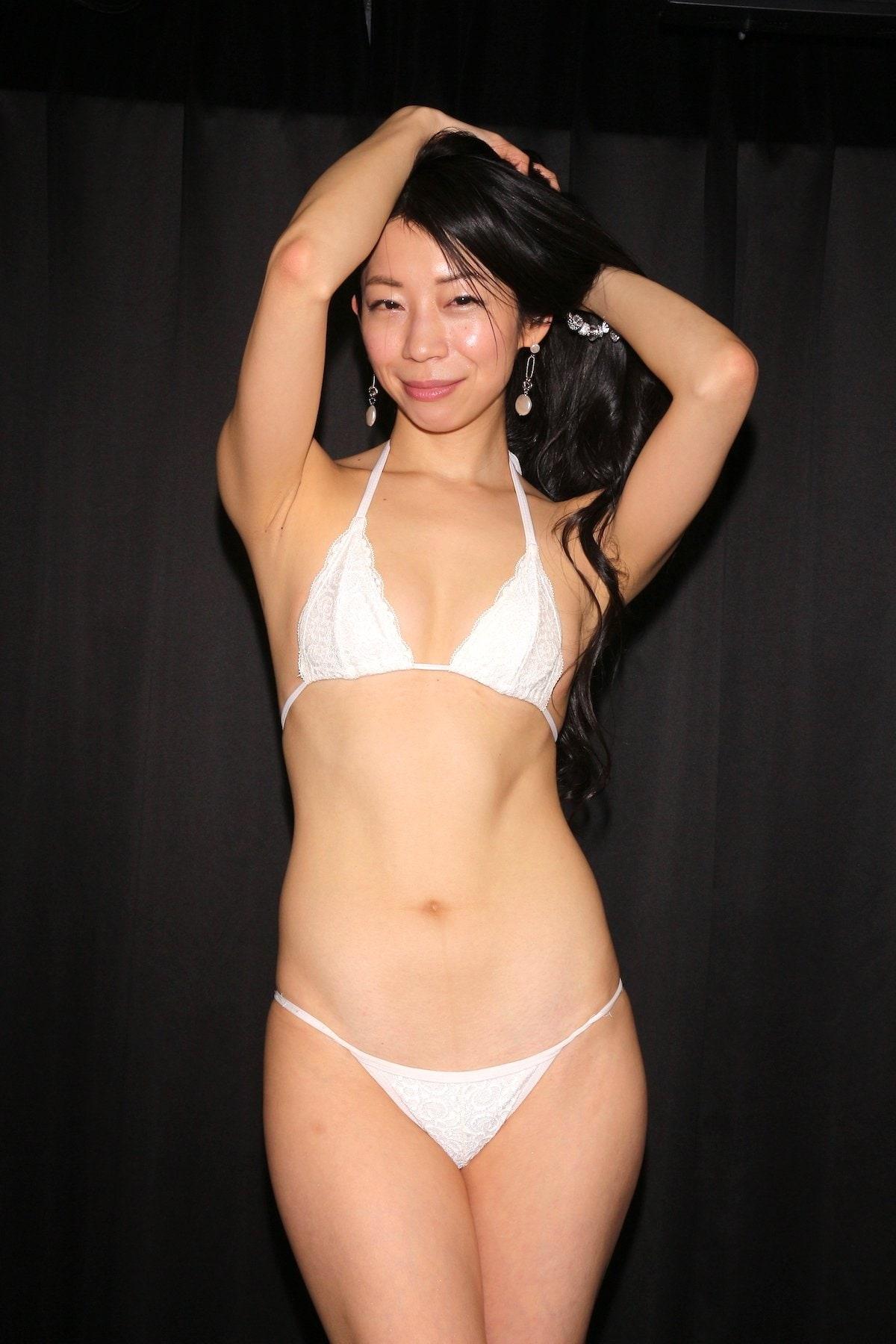岩崎真奈「ベンチの縁にこすったり」私史上最高にセクシー【画像50枚】の画像001