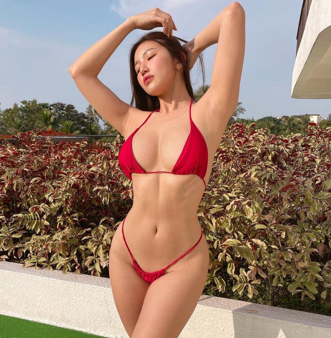 シュー・プーイー・イー「この身体は本物です」彫刻のような美ボディを大胆に…【画像2枚】の画像002
